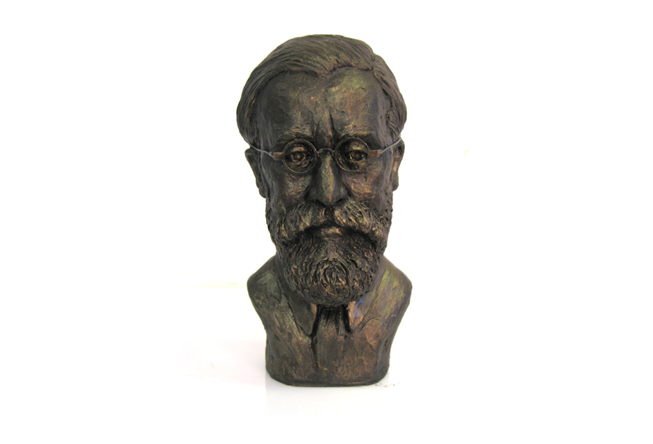 Sculpture portrait of Lytton Strachey
